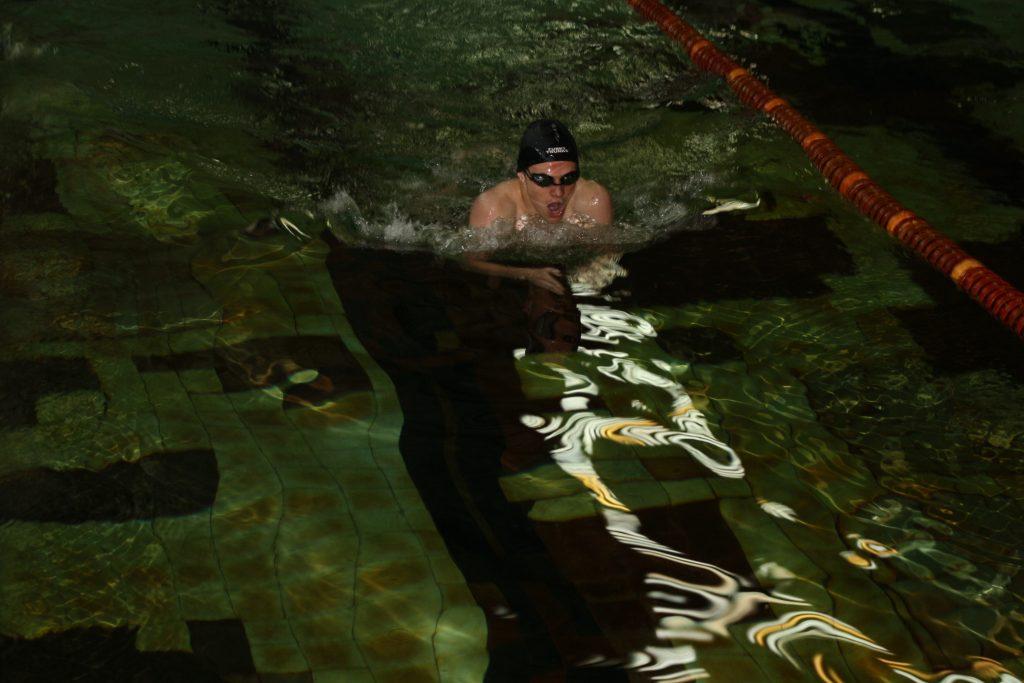 бассейн пловец